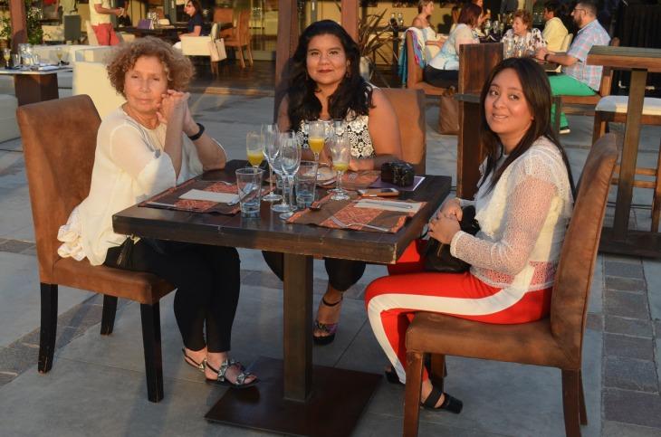 Beatriz Cuello con Mercedes y Beatriz Saavedra