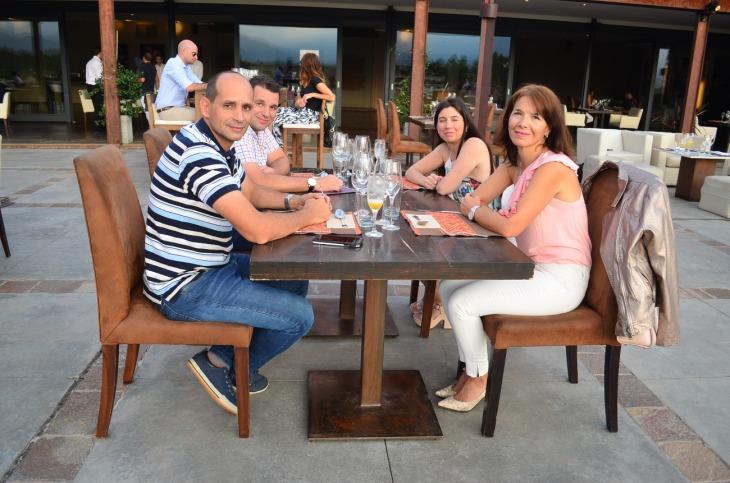 Juan Pablo y Santiago Alsina junto a Veronica Varela y Graciela Alcalde