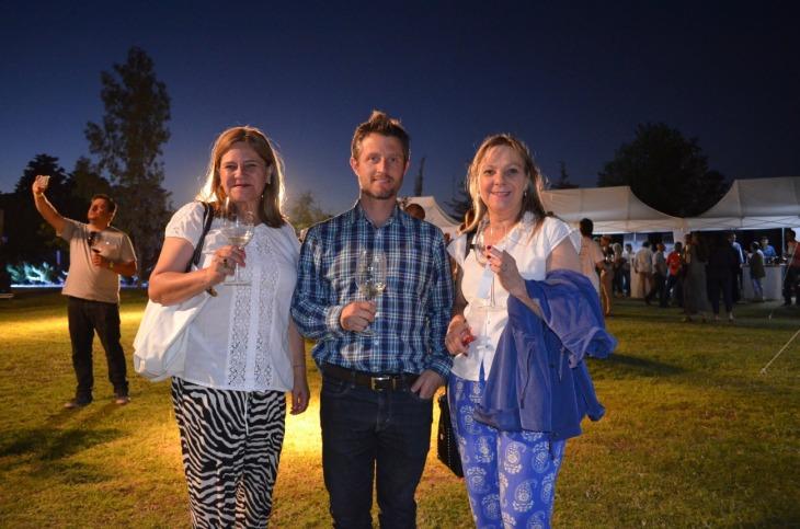 Nora Gutierrez y Angelica Gerove de Chile junto a Guillermo Barletta de Turismo de Las Heras